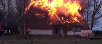 Woonboerderij in Loo gaat in vlammen op