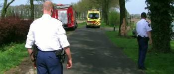Auto botst tegen boom bestuurder  gewond Weenkweg in Rietmolen