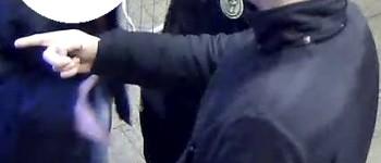 Arnhem – Gezocht – Man door duo beroofd tijdens pinnen