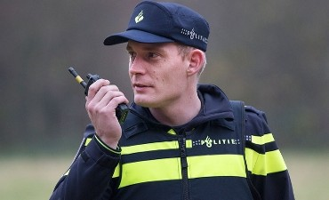 Rotterdam – Politie zoekt drie overvallers op een maaltijdbezorger