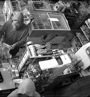 Rotterdam – Gezocht – Gemaskerde overvaller van supermarkt Lian gezocht