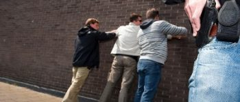 Rotterdam – Politie houdt berovers bejaarde man aan