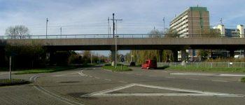 Zoetermeer – Gezocht – Stenengooien vanaf viaduct Zoetermeer