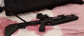 Rotterdam – Anonieme tips leiden naar drugs, (nep)wapens en munitie