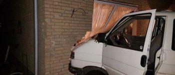 Wernhout – Dronken automobilist rijdt huis binnen