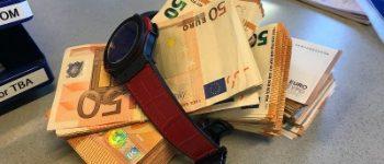 Rotterdam – Alerte agent pakt met ondermijningsteam ruim 28.000 euro en peperduur horloge af