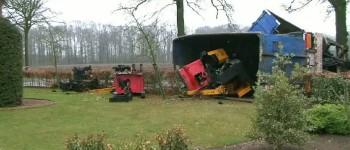 Ravage na ongeval vrachtwagen met oud ijzer in Meddo