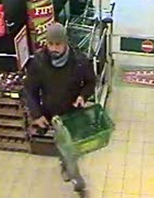 Gezocht – Vrouw van portemonnee beroofd in supermarkt in Kaatsheuvel