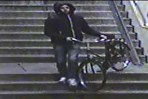 Gezocht – Vrouw beroofd van IPhone bij metrohalte Onderuit