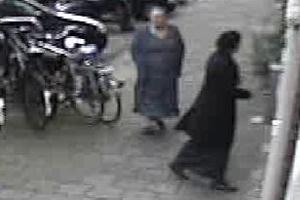 Gezocht – Nieuwe bovenbuurvrouw blijkt dievegge met handlangers