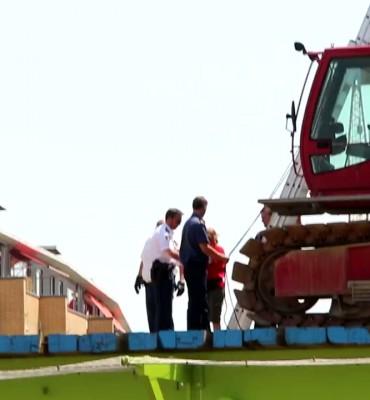 Vrouw klimt in bouwkraan A2 Project in Maastricht