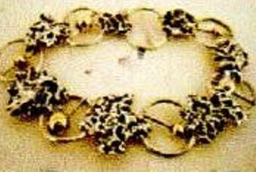 Gezocht – Waardevolle sieraden gestolen uit Kunstgalerie