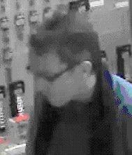 Gezocht – Man steelt luchtsleutel uit winkel