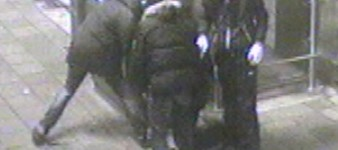 Gezocht – Mannen breken met veel geweld kaartautomaten GVB open