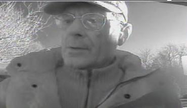Gezocht – Bejaarde man verdacht van pinpasfraude