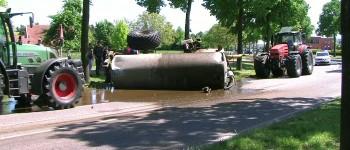 Giertank gekanteld vijfduizend liter gier op straat in Aalten