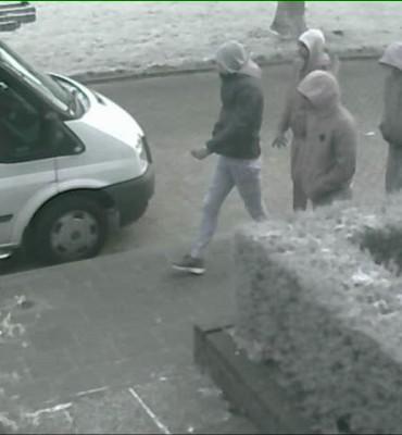 Hendrik-Ido-Ambacht – Gezocht – Vier man overvallen woning Hendrik-Ido-Ambacht