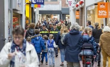 Arnhem – Omstander pakt buit af van straatrovers