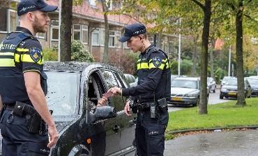 Rotterdam – Snelheidsduivel met openstaande straf alsnog aangehouden