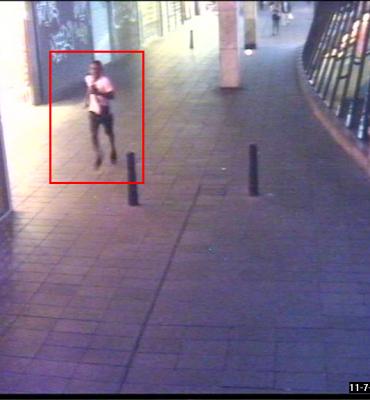 Rotterdam – Gezocht – Beroving en geweld op het Binnenwegplein; wie herkent de daders?