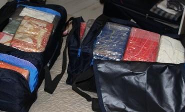 Ansterdam – 100 kilo cocaine; drie verdachten aangehouden.
