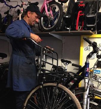 Amsterdam – Gezocht – Dood Temel Kobya (49) in fietsenwinkel