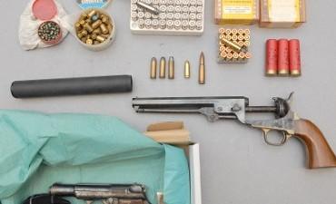 Rotterdam – Doorzoekingen na vechtpartij Mongols en Hells Angels: vuurwapens, drugs en vals geld aangetroffen