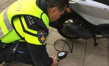 Amsterdam Zuidoost – Vijf scooters in beslag genomen bij controles