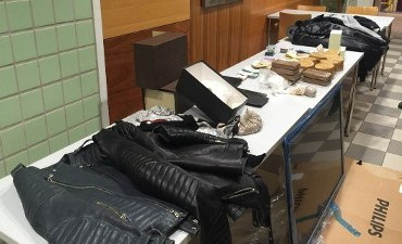 Rotterdam – Drugs en cash in woning Blaak