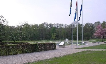 Warnsveld – Korpschef Akerboom bezoekt 11de herdenking overleden politiemensen