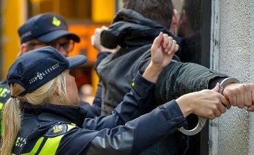 Rotterdam – Agenten trekken opnieuw wapen voor jongen met nepvuurwapen