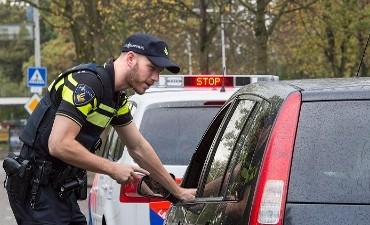Dordrecht – Joint verraadt hennep- en geldvervoerder