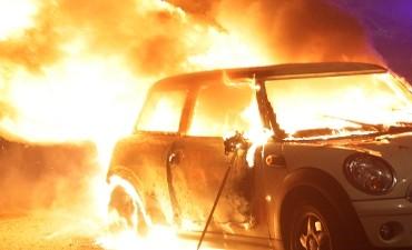Nieuwegein – Autobrand; Politie zoekt getuigen