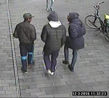 Rotterdam – Gezocht – Behulpzame jongen wordt beroofd op Mauritsplaats