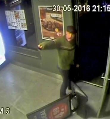 Goes – Gezocht – Politie zoekt overvaller pizzabedrijf