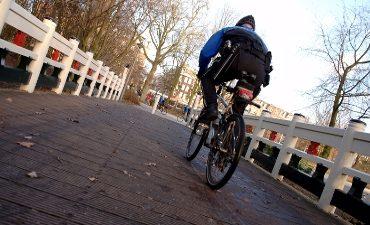 Vlaardingen – Jongens van fiets getrokken in Vlaardingen. Politie zoekt getuigen