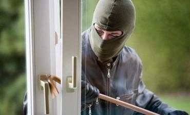 Hattem – Inbrekers fotograferen post achter voordeur