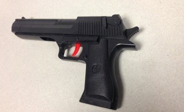 Hendrik Ido Ambacht – Politie stuit op nepvuurwapen bij controle