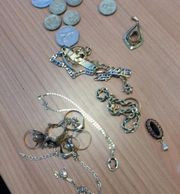 Gezocht – Van wie zijn deze sieraden en munten?