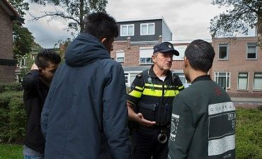 Rotterdam – Politie zoekt verdachten twee berovingen Rotterdam-Zuid
