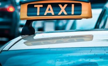 Rotterdam – Taxichauffeur mishandeld op Gooilandsingel