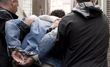 Oud-Beijerland – Zes aanhoudingen na meldingen over jongeren met maskers en knuppels in Poortlaan Oud-Beijerland