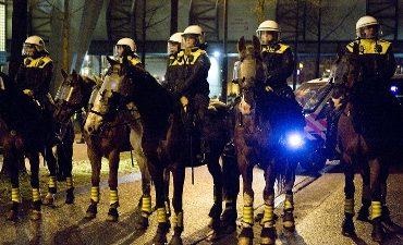 Den Haag – Recherche start onderzoek na belagen agenten tijdens voetbalwedstrijd