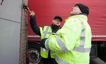 Breda – Negen vreemdelingen aangetroffen tussen lading spitskool