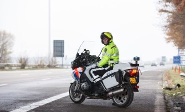 Vierpolders – 120 km/uur te hard op de A15, rijbewijs kwijt.