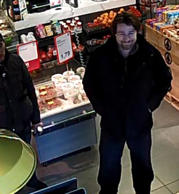 Voorschoterlaan en Marinus Bolkplein Rotterdam – Gezocht – Wie herkent deze mannen met gestolen pinpas?