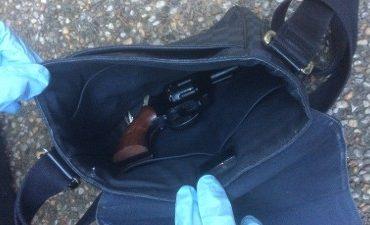 Rotterdam – Vuurwapen en softdrugs gevonden na horecacontrole Rotterdam-Delfshaven