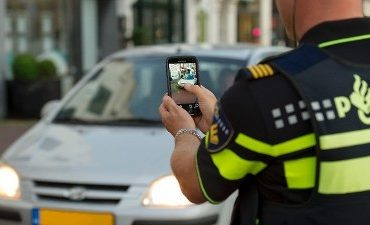 Breda – Jongens bedreigen verkeersregelaar