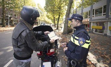 Rotterdam – Politie pakt overlast scooters Strevelsweg weer aan