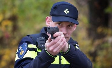 Enschede – Twee mannen aangehouden na bedreiging met een vuurwapen